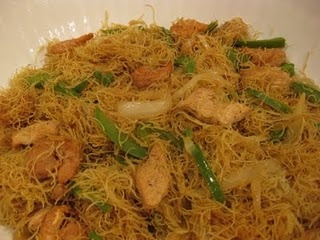 Singapore Mei Fun - OMG I have to make this.  It's the BEST dish at any asian restaurant.
