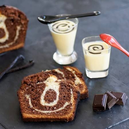 ¡Buenos días! Comencemos la semana con un desayuno que nos llene de alegría y sonrisas. Te sugerimos una rebanada de pastel marmoleado y yogur natural. #Desayuno #Breakfast #Chocolate #Cake #Yogurth #Pastel #Hersheys #Postres #Repostería