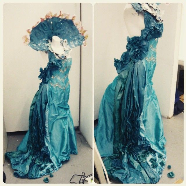 greeneyeartist:  ✂finished my Elizabethan gown inspired by rotting fruit and theatre dress today before the assessment on Monday morning  was worth every pin prick and every heat gun burn!! #textiles #AMC #ncad #artcollege #costume #theatre #assessment #elizabethan