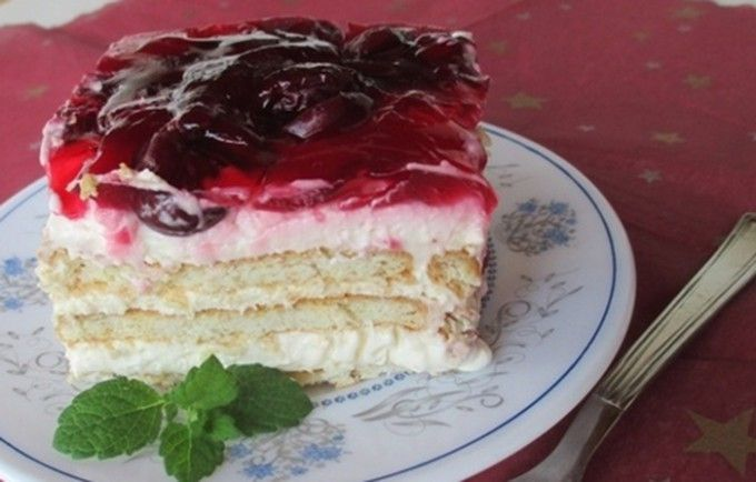 Vanilkové řezy bez pečení s ovocem | NejRecept.cz