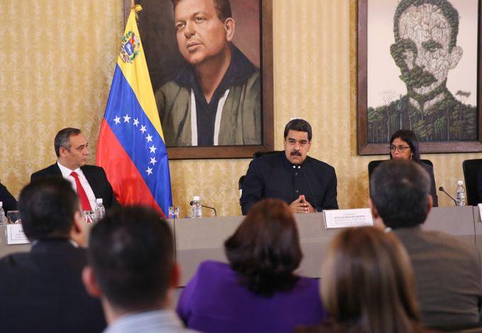Maduro entregará propuestas para elaborar una ley constitucional