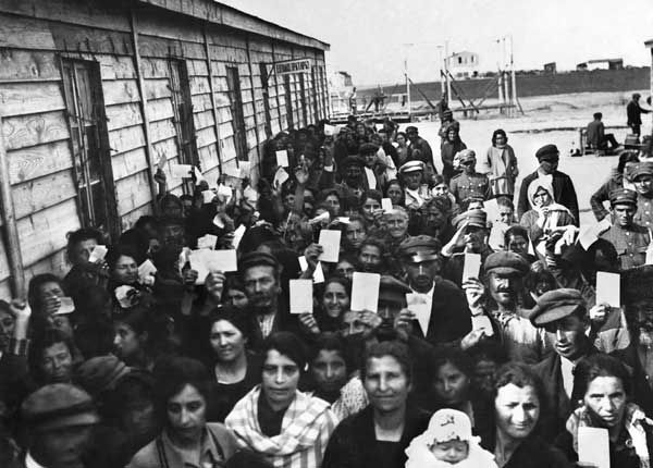 Greek refugees from Asia Minor are seen lining up in Thessaloniki to receive clothes from American charity Near East Relief.