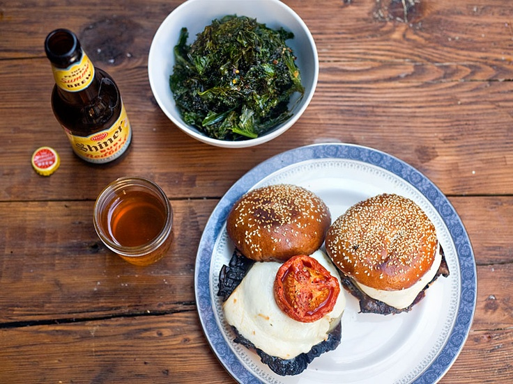 Portobello Burgers with Roasted TomatoesMushrooms Burgers, Chips B Veggies, Roasted Tomatoes, Braised Kale, Portobello Burgers, Beer Yummy Meals, Portobello Mushrooms, Daily Dinner, Kale Chips B