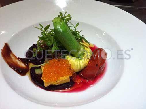 Compartiendo la belleza de las Flores de calabacín con ensalada de remolacha asada del restaurante slow food Somorrostro en Barcelona.