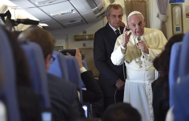 vino y girasoles: El Papa no viene a España para no repartir hostias...