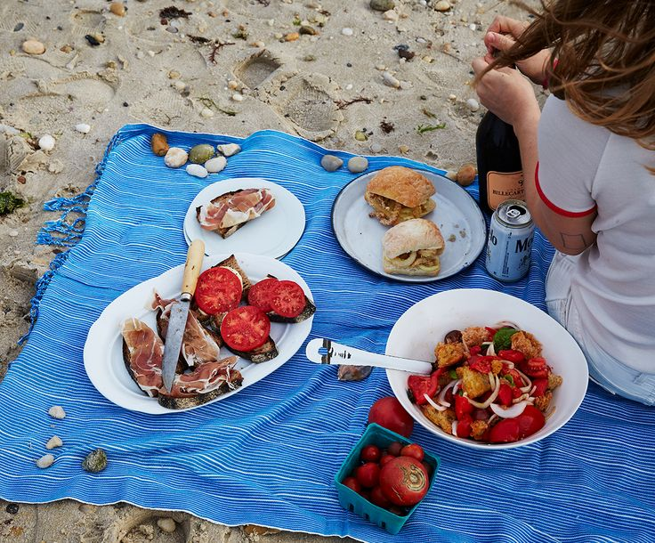 What Food Do You Pack for the Beach?