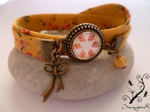 """Dans la collection Églantine, bracelet """"Jaune moutarde""""."""