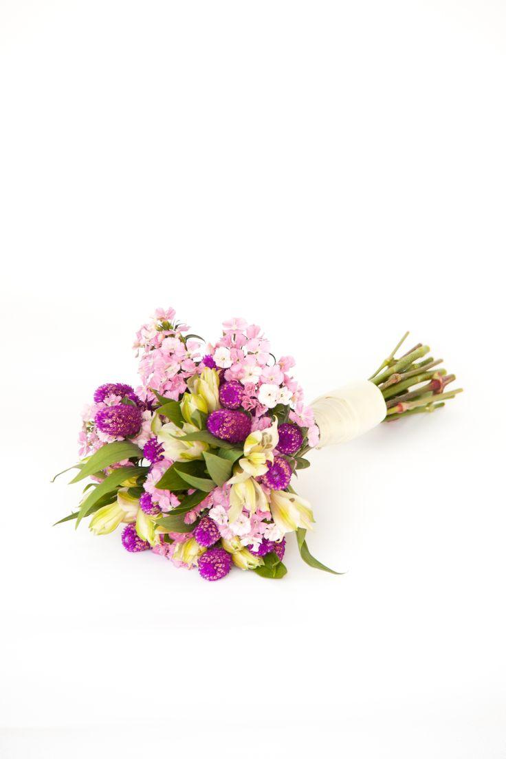 http://www.floresonline.com.ar/flores/ramos-de-novia/ramo-de-novia-con-altroemerias-dianthus-y-gofrenas-cod-n-109/