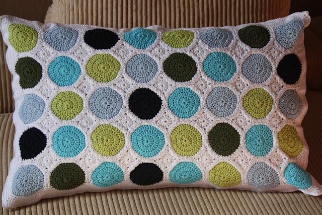 Crochet Dot Pillow (pattern in Swedish).