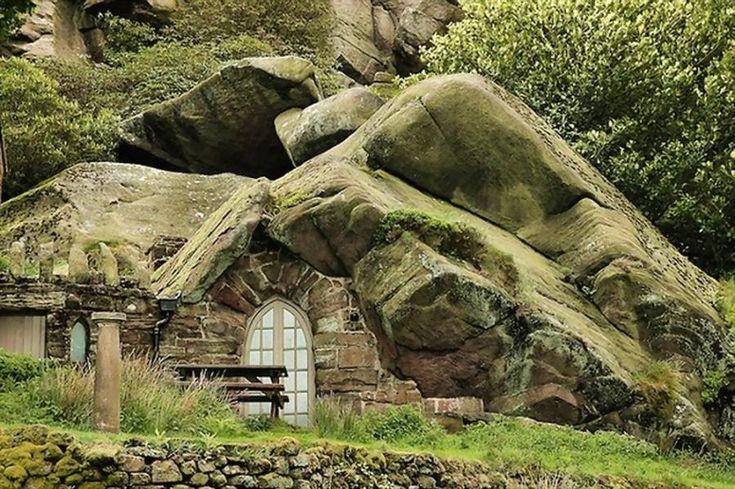 A boulder building idea - Rock Cottage, Leek- Staffordshire - England