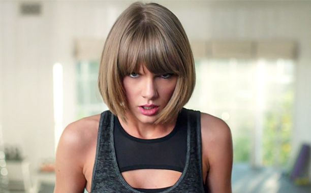 Taylor Swift falls off her treadmill in hilarious new Apple commercial | EW.com