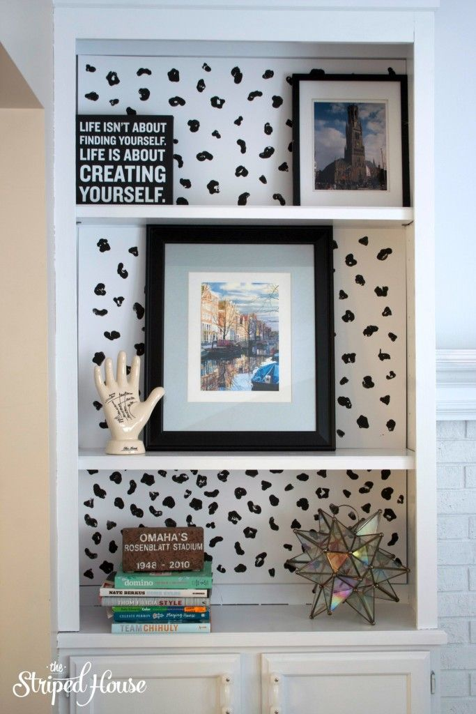 Tutorial for temporary DIY animal print bookcase background. Perfect those who like pattern, but can't commit to something permanent!
