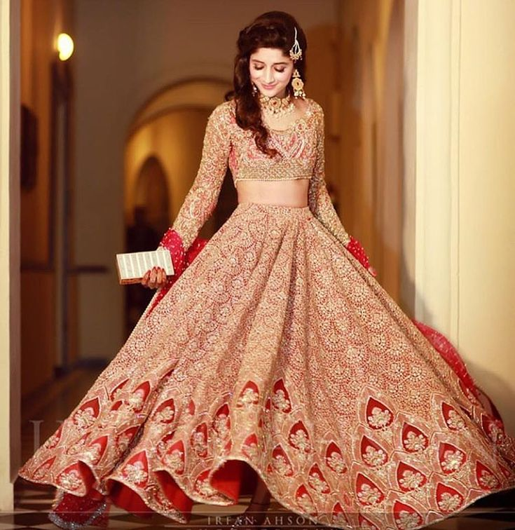 Mawra Hocane @mawrellous looked lovely wearing a bespoke red @farazmanan lehnga choli at her sister's wedding tonight #farazmanan #hautecouture #red #bridal #mawrahocane #film #tv #fashion #wedding #photo @irfanahson