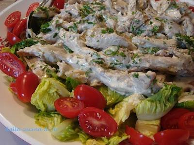 Tacchino in insalata con gemme di lattuga e datterini