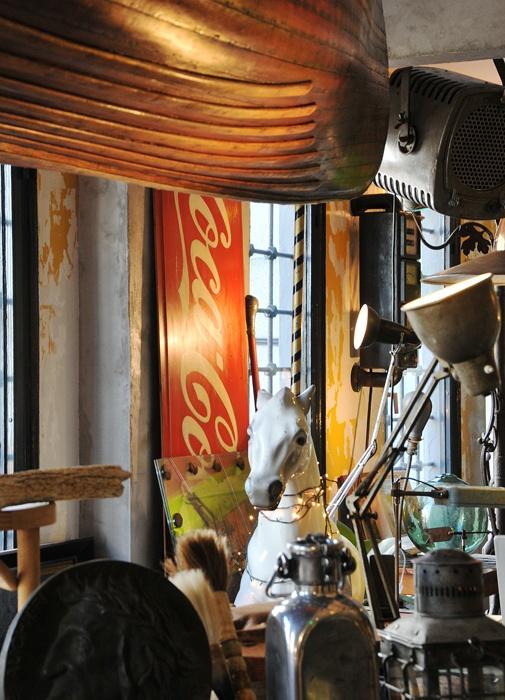 İçmimar Selçuk Arıkan'ın Onsekiz adıyla açtığı mağazası müthiş bir koleksiyona sahip.
