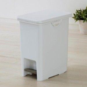 キッチン用ゴミ箱 フタ付きシンク下ゴミ箱 ペダル付きで手を使わずにオープンできる防臭ペダルペールです。抗菌Ag+&フタの裏にパッキン付きで、生ゴミやおむつの嫌なニオイが漏れにくいのもうれしいポイント。