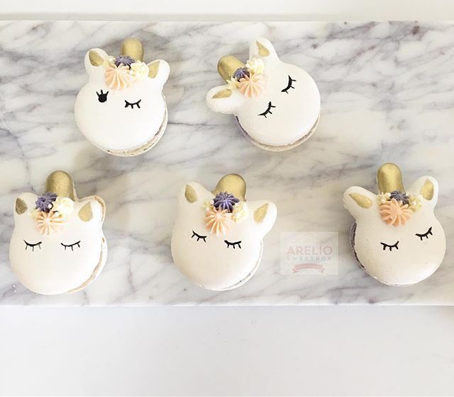 "Unicorn Love with Macarons ""UNICORONS""?"
