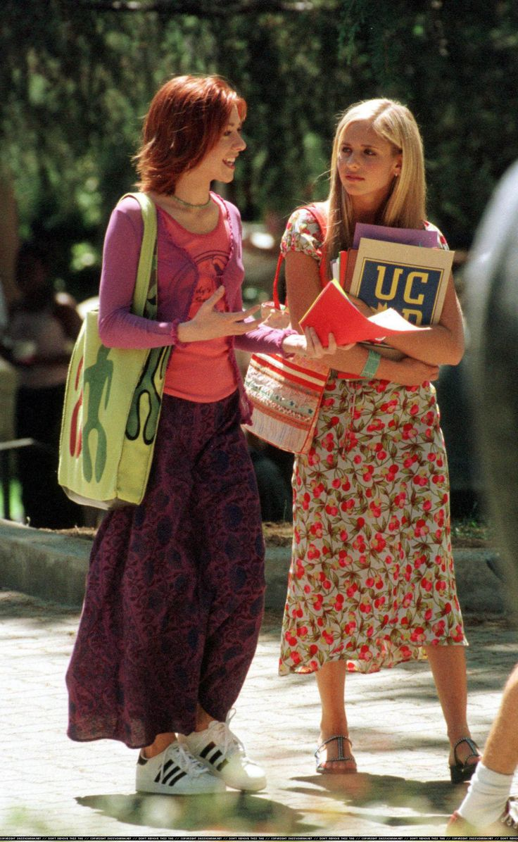 Buffy & Willow (season 4)  I absolutely ADORE Willow's outfit. And her bag is awesome.