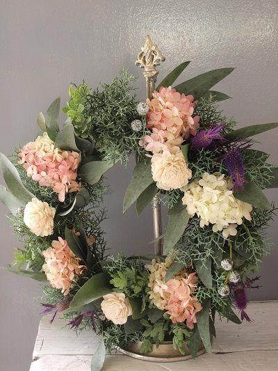 素敵な男性へやわらかな花束をとのご依頼でした。 淡いグリーンのスノーボールとバラ...