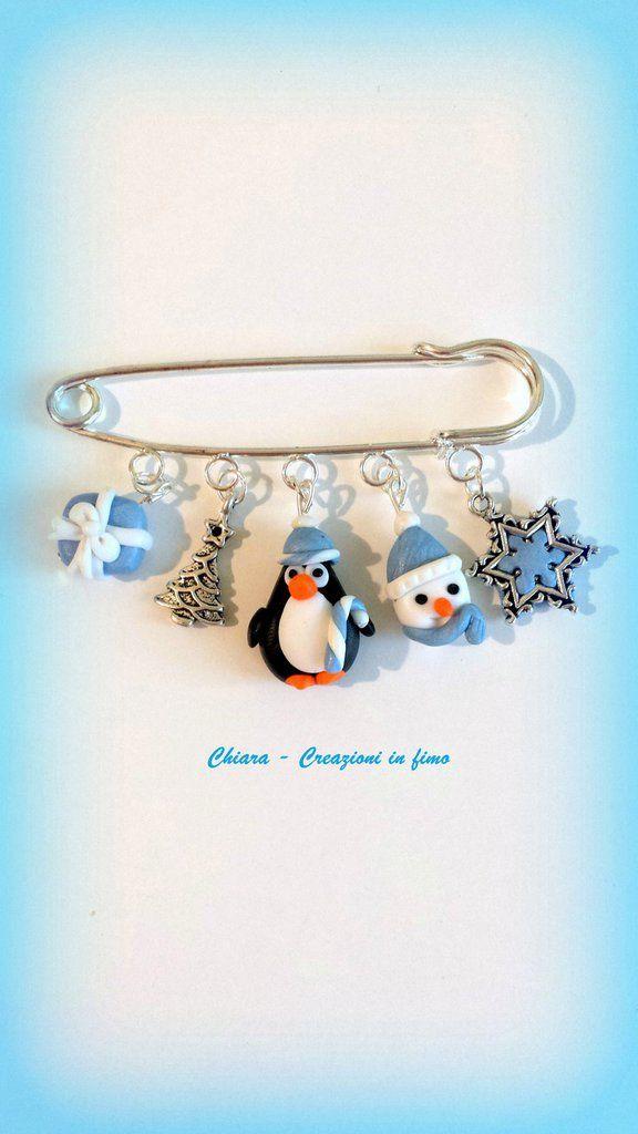 Idee Regalo Natale Per Teenager.Spilla Natalizia In Fimo Con Pinguino Argilla Polimerica