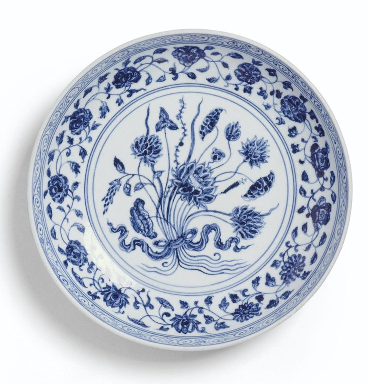 A BLUE AND WHITE 'LOTUS BOUQUET' DISH MING DYNASTY, YONGLE PERIOD.