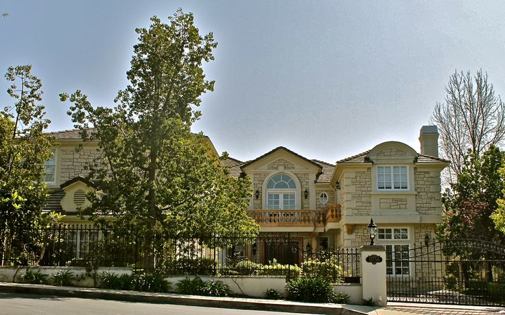 One of the best guard gated communities in the bel air for Houses for sale in los angeles area