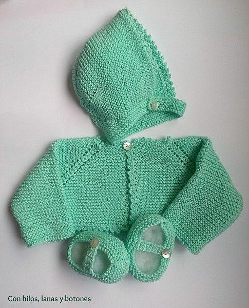 Conjunto de chaqueta, capota y patucos | Con hilos, lanas y botones