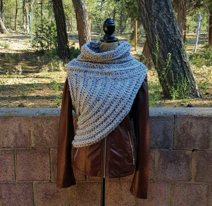 Crochet Huntress Crossbody Cowl // Hunger Games Inspired // Katniss Cowl // District 12 // Cosplay Cowl // Archer Cowl // Chunky Cowl by hookandhoot on Etsy https://www.etsy.com/listing/245096448/crochet-huntress-crossbody-cowl-hunger