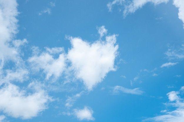 Nube De Forma De Corazón En El Cielo Azu Premium Photo Freepik Photo Fondo Patron Corazon Fondo Azul Nubes Cielo Cielo Azul