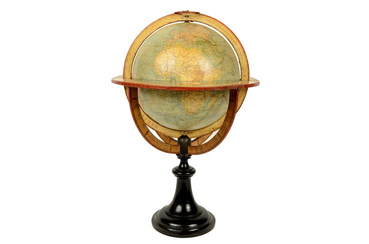 Globe published in 1870 by the Maison Delamarche 25 Rue Serpette Paris. Besides the territorial map very well delineated it shows hot and cold ocean currents. The prime meridian, or the zero meridian passes through Paris, in fact only in 1911 France adopted the Greenwich meridian. Base in ebonized wood and paper mache, paper mache sphere, plaster and paper. Very good condition and excellent readability, some small restoration. height 46 cm, 22 cm diameter sphere.