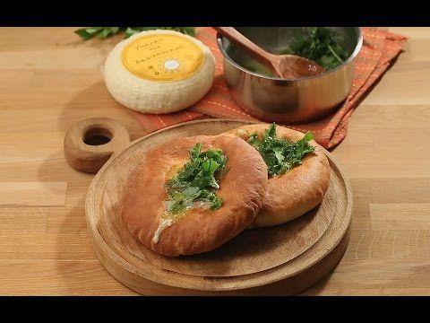 Лепешки с чесноком и адыгейским сыром - YouTube