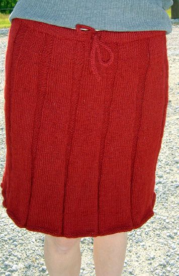 Ribbed Knit Skirt.  I wonder if I could knit & line something like this.. really like it!