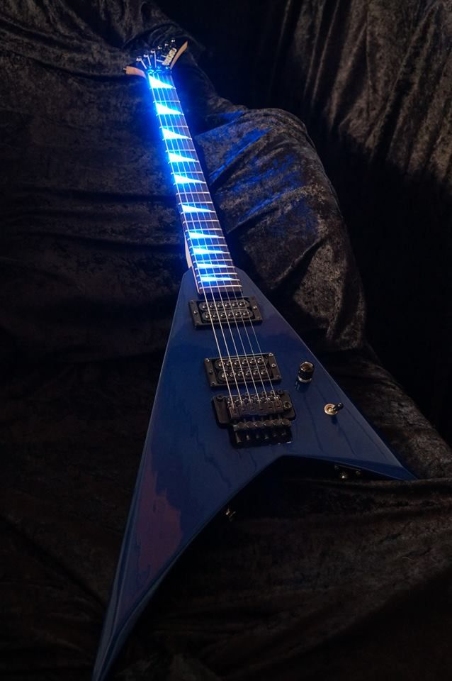 Check out this killer Rhoads! It got a full makeover with illuminated sharkfins from No Shadows Optics and a shredding pair of Invaders!
