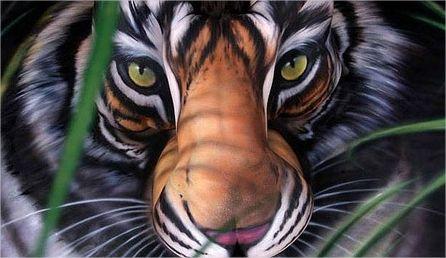 mulher nua pintura corporal tigre
