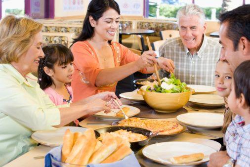 「糖質制限中は外食出来ない…」「外食しても食べられるものがないから行けない」そんな糖質制限中の悩みに特化したまとめをご紹介します。注文の工夫次第で気兼ねなく食事が出来ますし、各外食店から糖質制限メニューが提供されているのです。それらを利用しない手はありませんね!