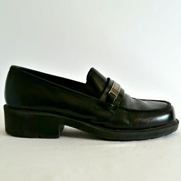 $31. ($75 MRP.) Vintage 90s Esprit Leather Chunky Loafers - Size 7. Gorgeous leather loafers from fine label Esprit. So well made. Durable and sturdy. In very good condition with some scuffing at heel. Neat silver plate detail. Excellent grunge piece from the 90s - very versatile & chic. Size - 7 Label - Esprit Materials - Leather Color may vary slightly based on screen display. #grunge #grungefashion #grungestyle #softgrunge #1990s #90s #1990style #1990sfashion #90sstyle #90sfashion…