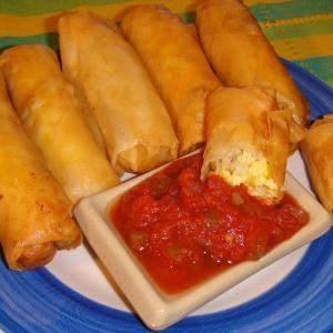 Breakfast Egg Rolls | GrabandgoRecipes.com Russian Home Cooking Recipes