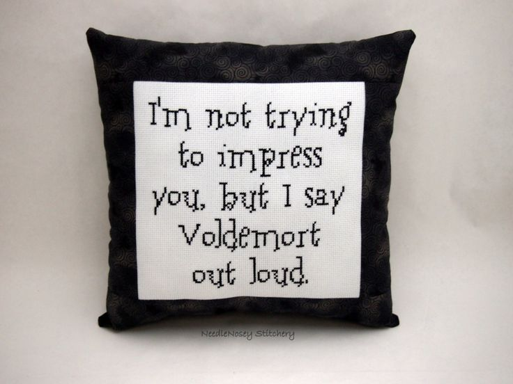 Harry Potter Cross Stitch Pillow Black And Gray par NeedleNosey