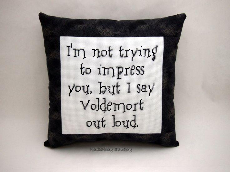 Harry Potter Cross Stitch Pillow Black And Gray par NeedleNosey