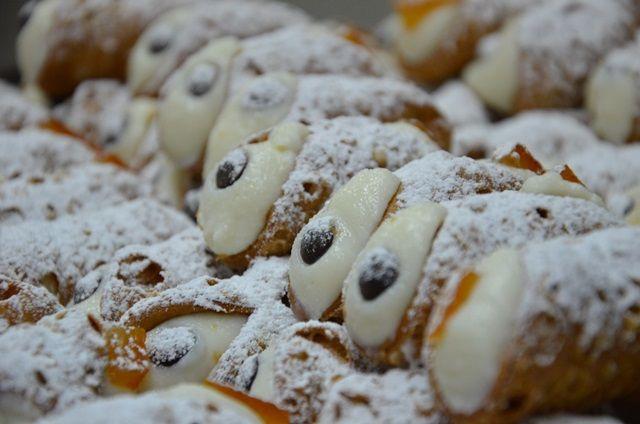 Che bontà! I cannoli del Frutto della Passione a Battipaglia. www.ilfruttodellapassione.it  #fruttodellapassione