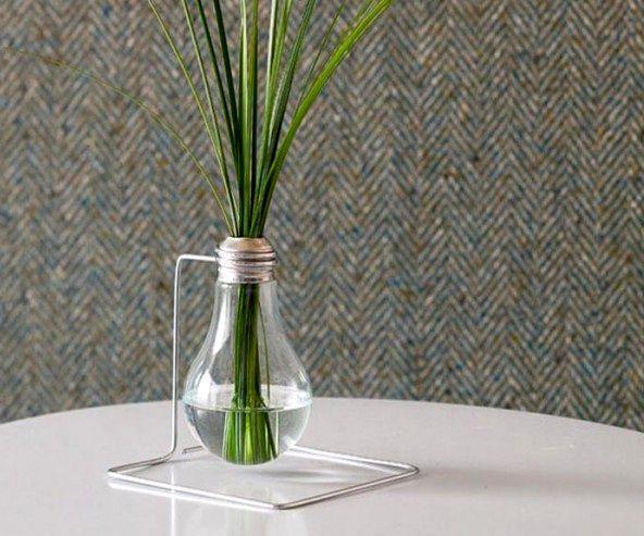 ваза из лампочки на подставке