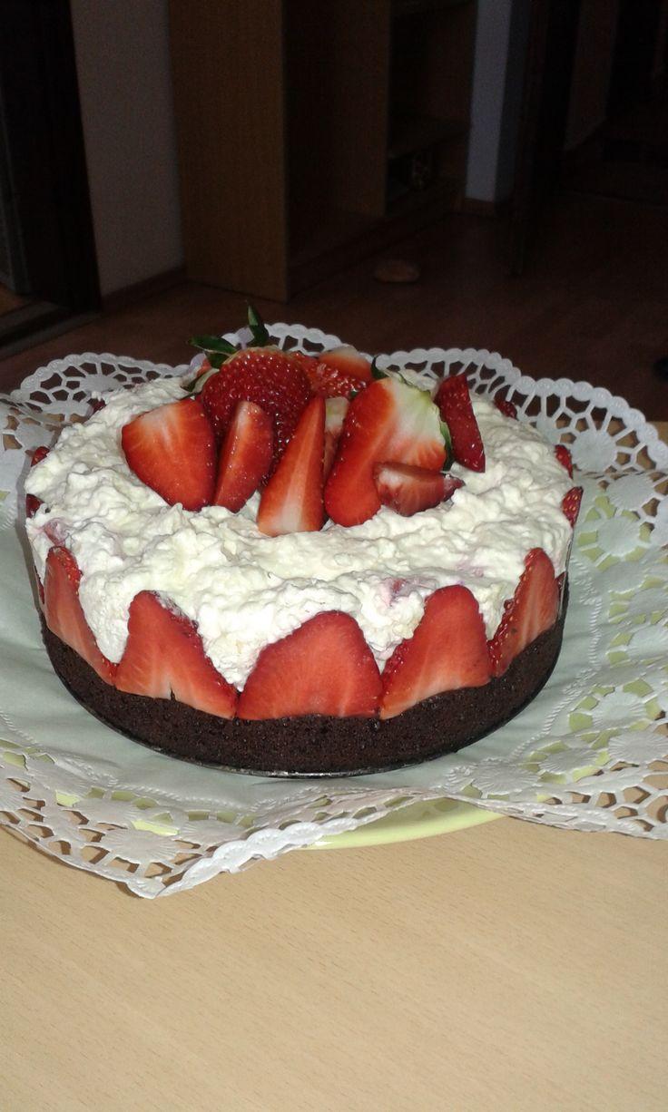 tejszínes eper torta