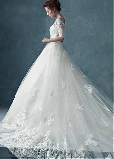 Gorgeous Tulle Off-the-shoulder Neckline Ball Gown Wedding Dress with Lace appliques