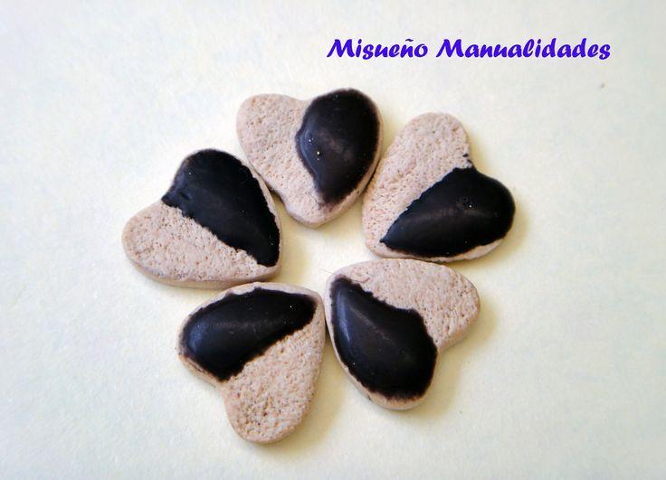 Galletas con glaseado de chocolate, hechas de Fimo. www.misuenyo.com / www.misuenyo.es