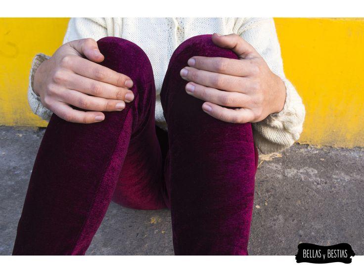 Calza de Terciopelo, color vino. $ 8.000  - Talla standard - Costuras reforzadas - Pretina alta  CÓDIGO BBCALVI  * Se pueden mandar a hacer tallas más grandes. Consultar vía inbox.  http://www.facebook.com/tiendabellasybestias