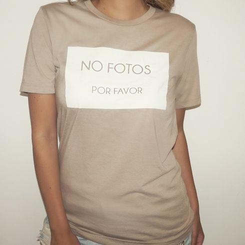 'NO FOTOS POR FAVOR' Unisex Nude Tee
