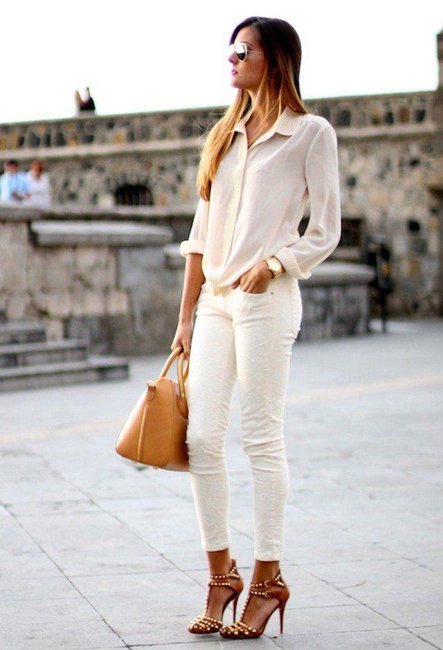 Witte broek en wit blouseje + beige schoenen