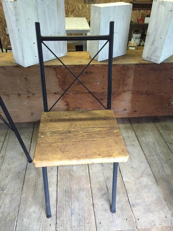 おしゃれなアイアンイス。手作り感を大切にした溶接と塗装、そして座面を古い木材で作る事で、暖かみのあるデザインになっております。W=380mmW=470mmH=...|ハンドメイド、手作り、手仕事品の通販・販売・購入ならCreema。