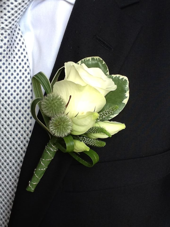 Ivory-Rose-Button-Hole-by-Fussy-Peacock-Design.jpg (720×960) - LOVE!!!!