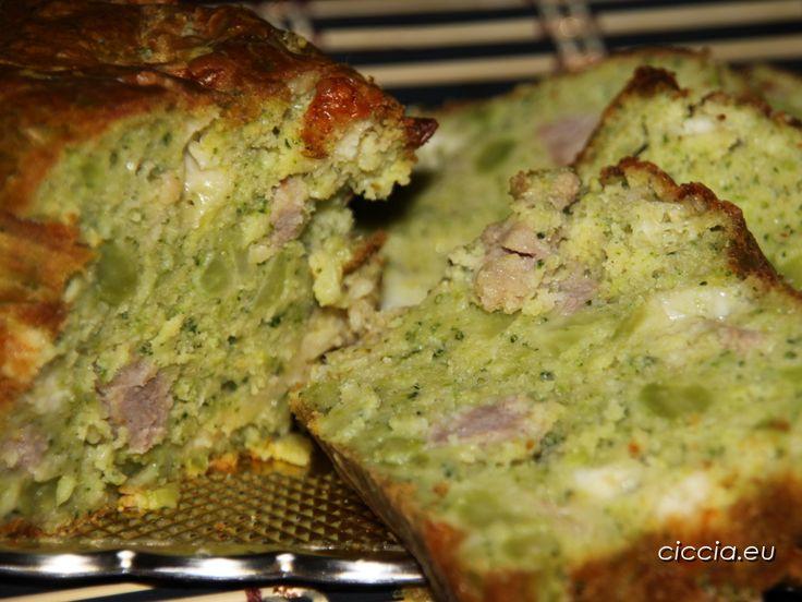 Il plumcake salato ai broccoli è un rustico molto saporito in cui il gusto delicato dei broccoli si sposa con quello deciso della salsiccia.Ricetta semplice...